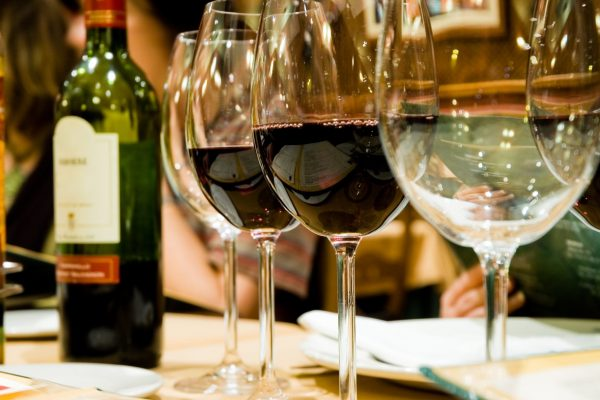 wine-tasting-red-wines-min